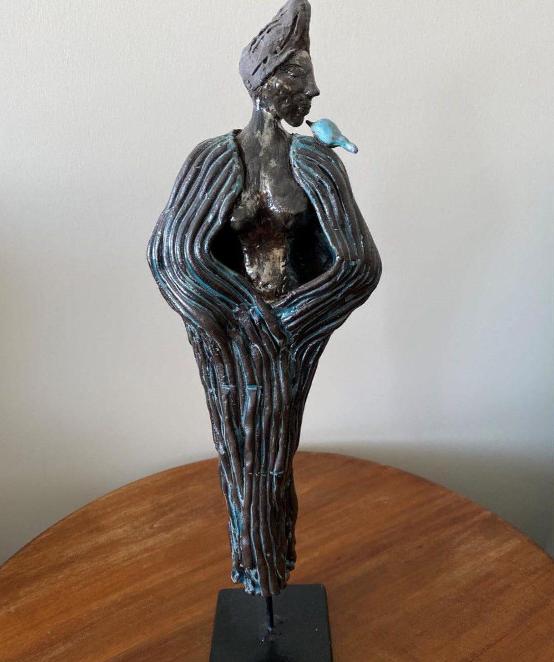 Özgür Kadın Teknik : Siyah Çamur Heykel  Ölçü : 50 cm Fiyat : 2000 TL