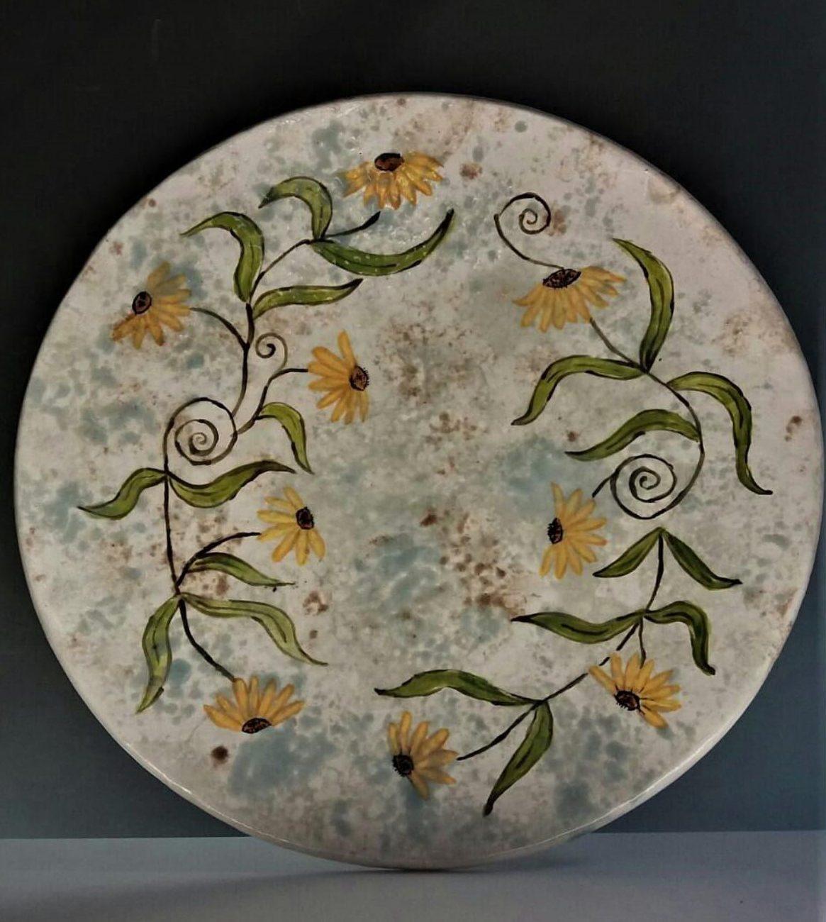 Papatyalar Duvar tabağı  Teknik: Sır Altı Boyama Bubble Metod  Ölçü : 35 x 35 cm
