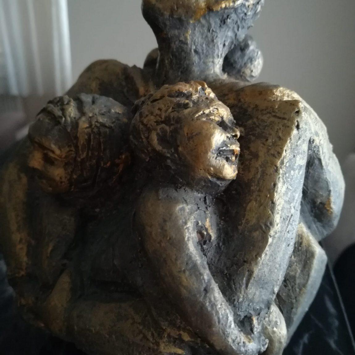 Gülseren Dalbudak Ana  Teknik: Pişmiş topraktan heykel Boyut:20x.20x20cm. Fiyat:1.180 TL.