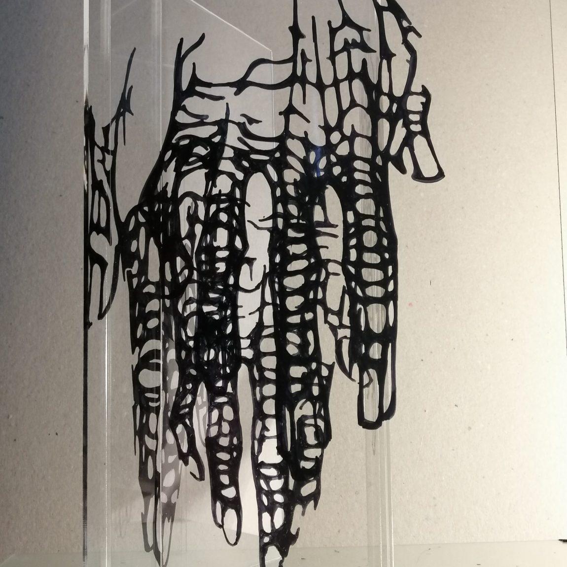 Neslihan Pala Teknik: Pleksiglas üzerine çizim Boyut:30x20x20cm Fiyat:7.080 TL