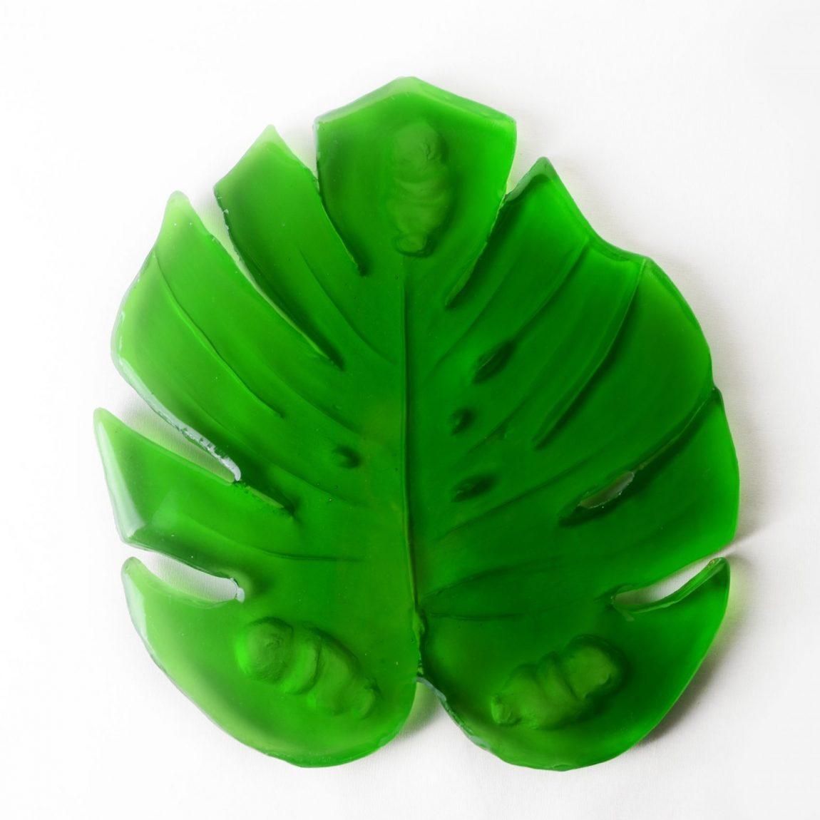 Huri GÜLER ÜLKER  Eser İsmi:Yeşil Teknik:CamHeykel-MUM Şekillendirme Kalıp Tekniği Ölçü:30x25x5cm