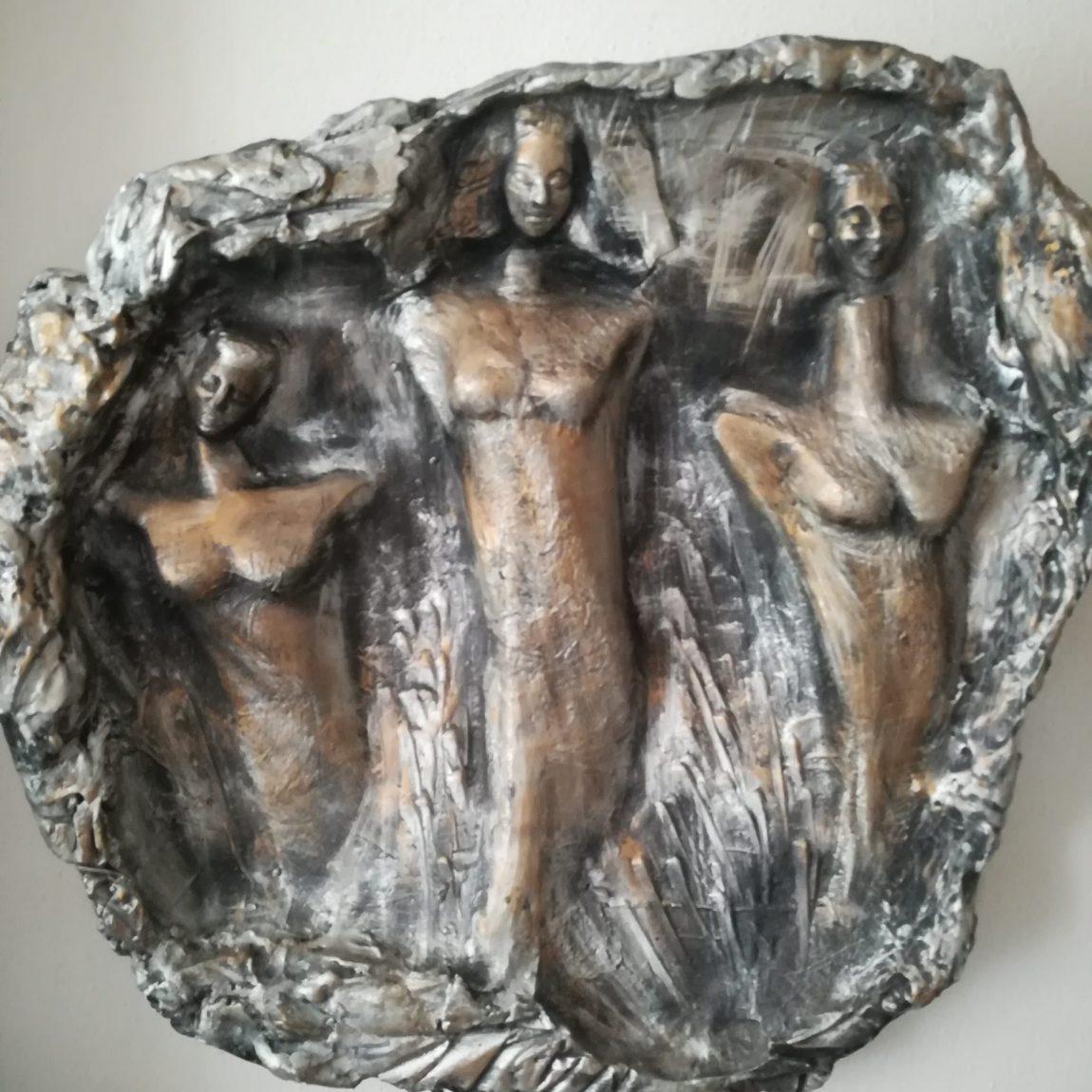 Sanatçı : Gülseren Dalbudak  -  Eser Adı: Vitrin Mankenleri  - Teknik: Alçı  - Ölçü: 65 x 70 cm-  Fiyat : 8.850  TL