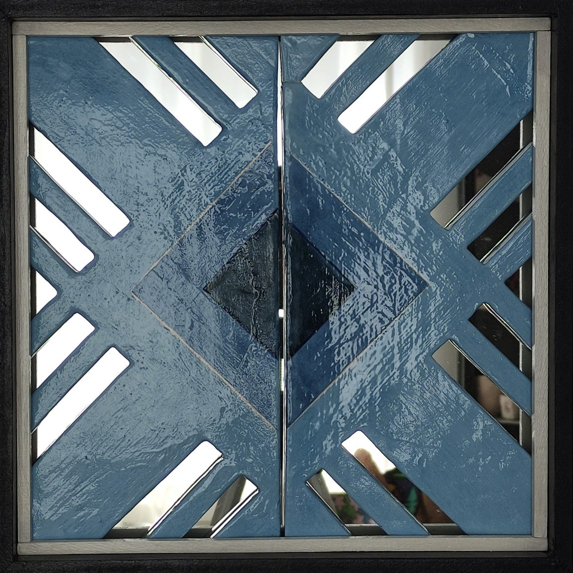 Sanatçı : Ayşen Dinç- - Eser Adı: Girift -  Teknik: Plaka - Ölçü: 40 x 40 cm  - Fiyat : 590 TL