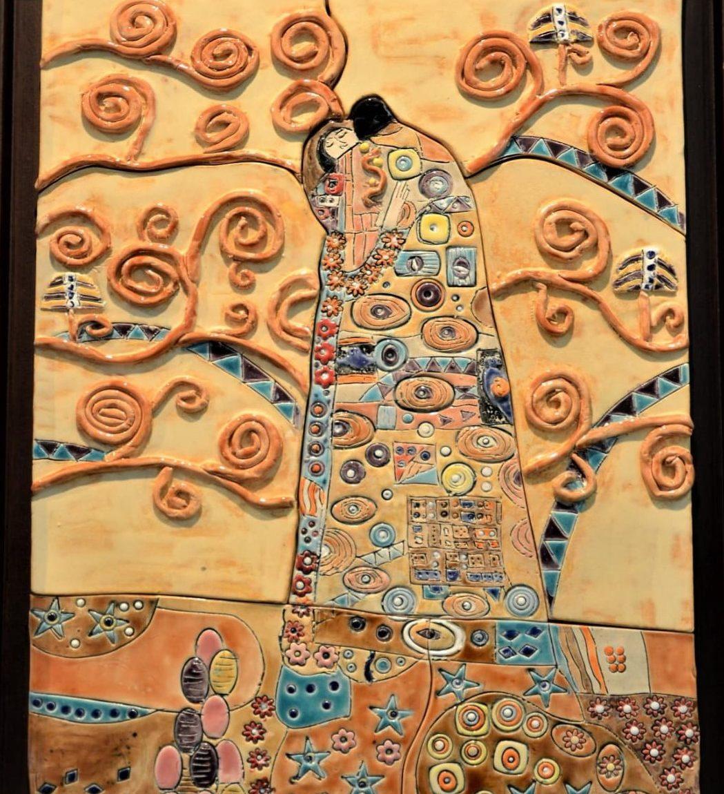 Hülya KARADAYI ERGİN -Gustave Klimt Hayat Ağacı Esinlenme Teknik:Beyaz Çamur Rölyef Tekniği , Sır Boyama Ölçü :50 x 35 cm Fiyat :1500 TL