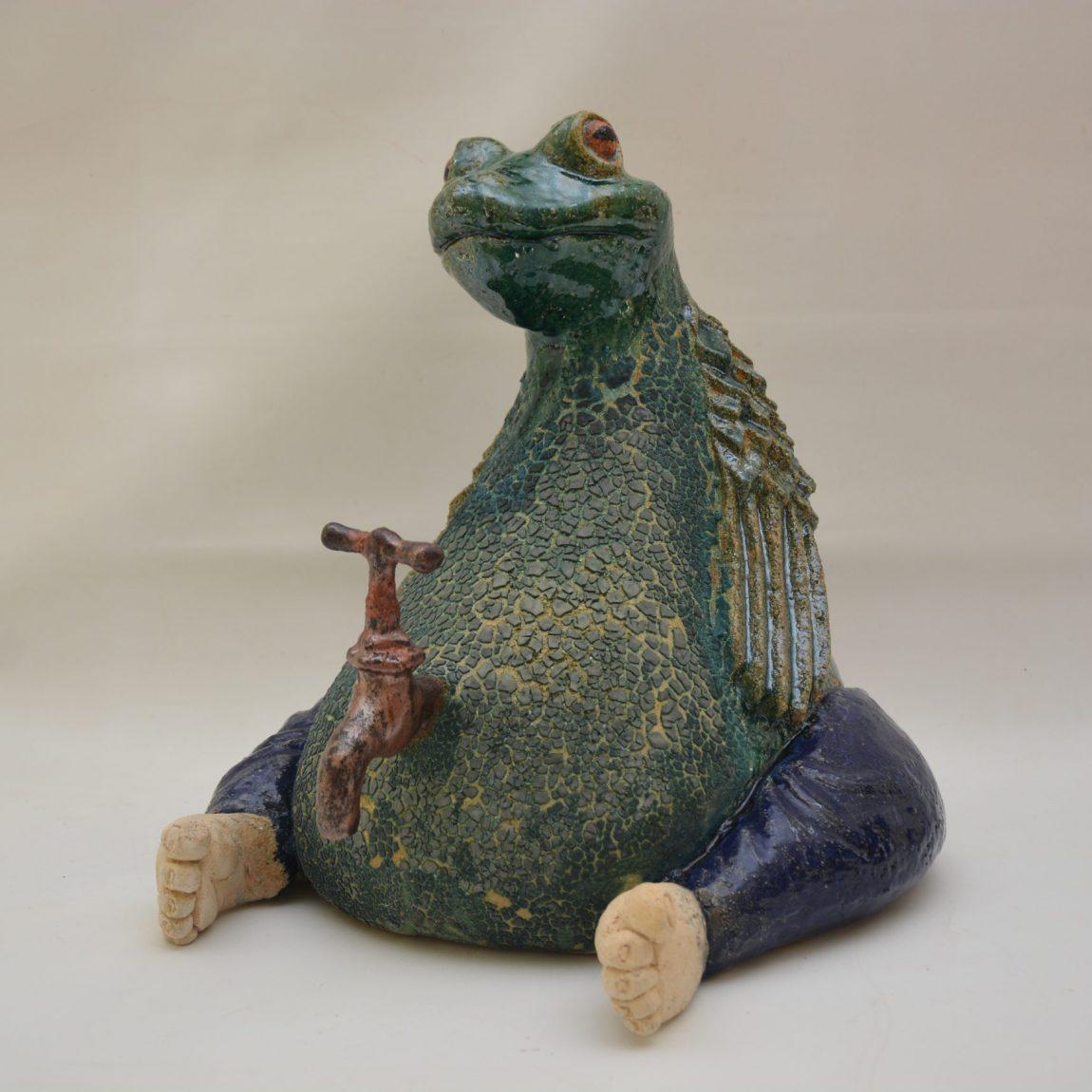 Gökhan Ölmezoğlu Eser adı: '' Tesisatçı Kurbağa''. Boyut: 48x 49 x 51 cm Teknik: Serbest Şekillendirme. Fiyat 5.310 TL