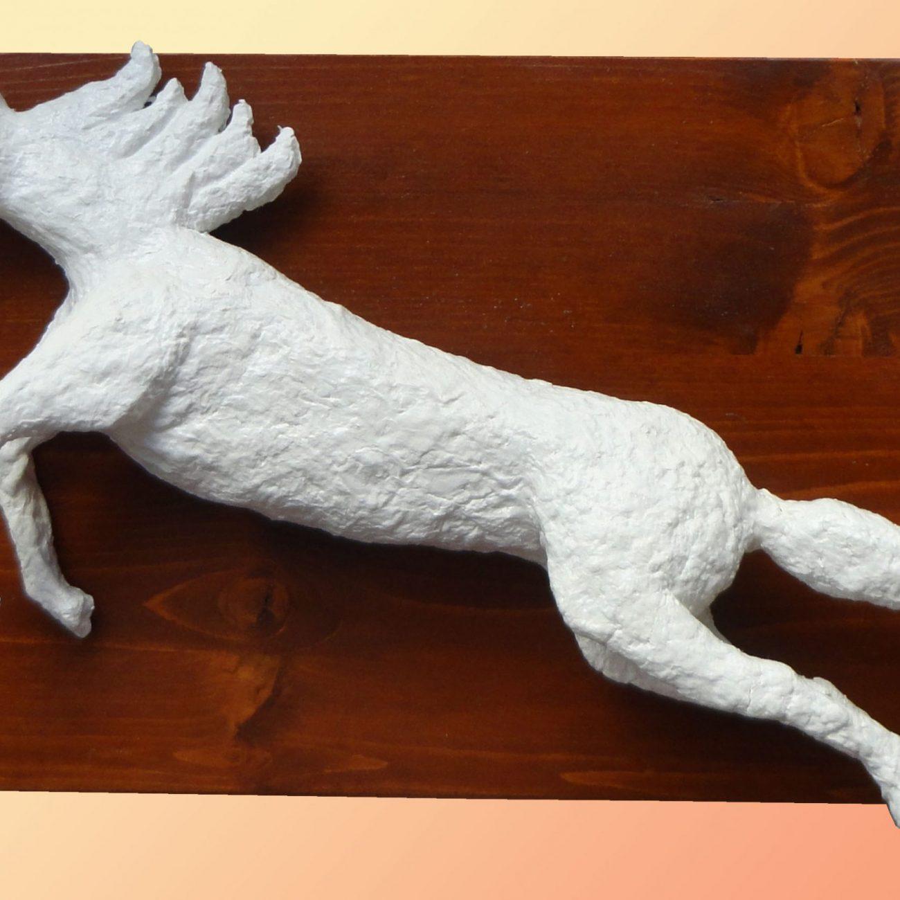 Ayşe Çetkin Koşan At Teknik:Üç Boyutlu , Ahşap Üzeri Kağıt Seramiği  Ölçü:Yükseklik 26cm En 43cm Fiyat :295 TL