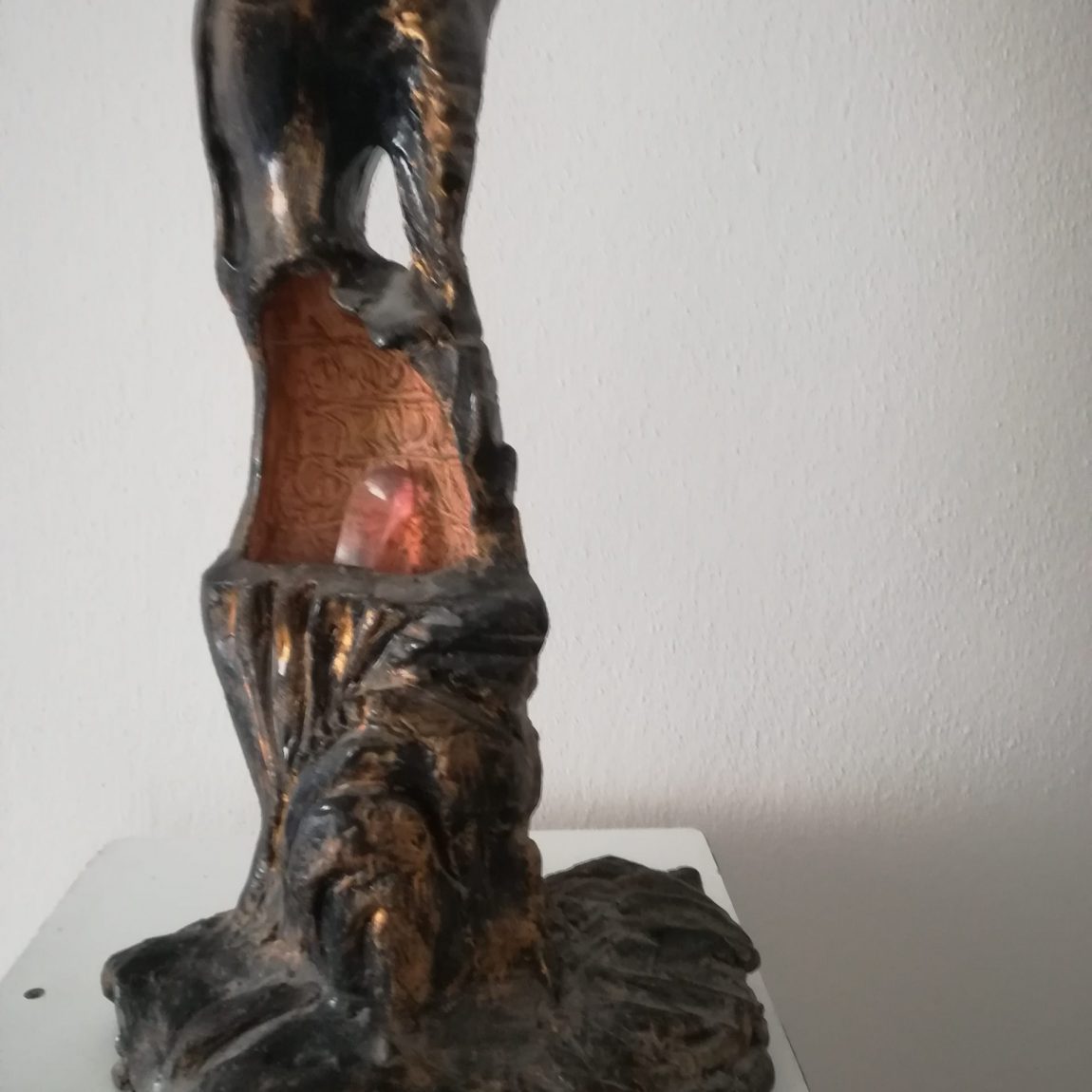 Sanatçı : Gülseren Dalbudak  -  Eser Adı: Manken  - Teknik: Pişmiş Toprak  - Ölçü: 45 x 19 x 10 cm -  Fiyat : 17.700 TL